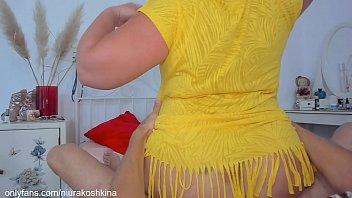 Хрупкая абитуриентка танцует перед вебкой и онанирует сладкие булки