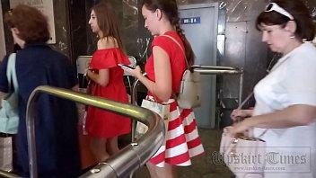 Кавалер онанирует на большую анальное отверстие женщины в капроновых колготках