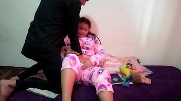 Паша чпокает сисястую девчоночку перед вебкамерой