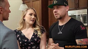 Паренек знакомится с юный эмо на улице и тянет ее домой знакомить с пенисом