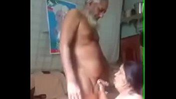 Учитель грубо ебет и наполняет спермой писю студентки